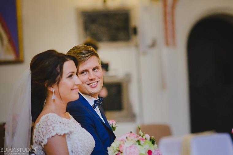 niebieski garnitur na ślub